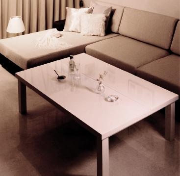 おしゃれなシンプルモダンインテリアとテーブル