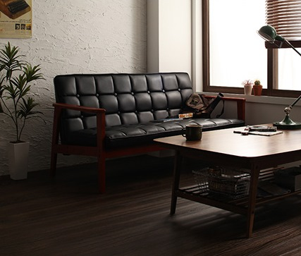 ウォールナットこたつと黒いソファ